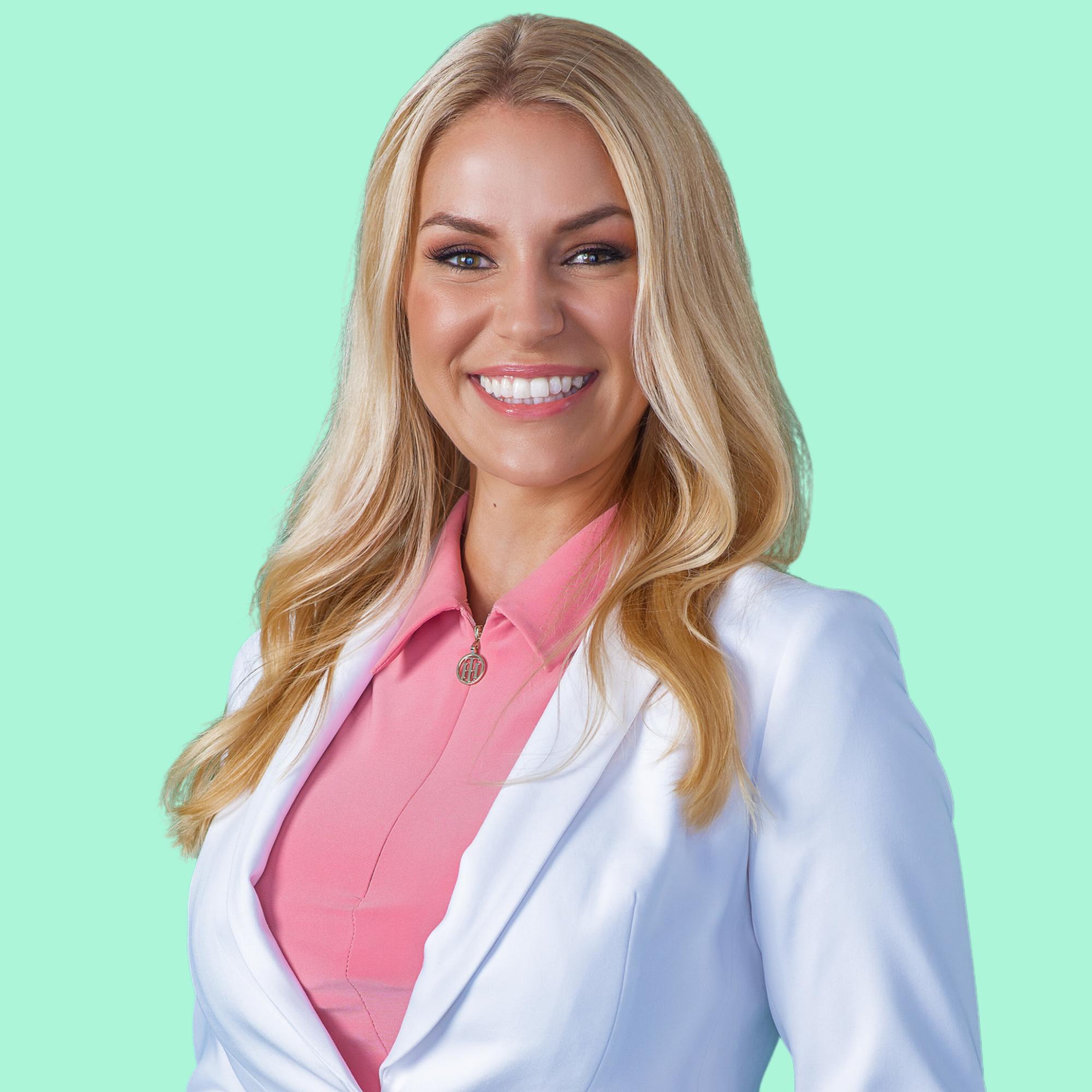 Stephanie Bayse Headshot
